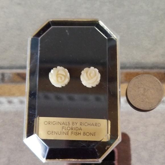 Vintage Jewelry - Vintage Handcarved Fishbone Earrings